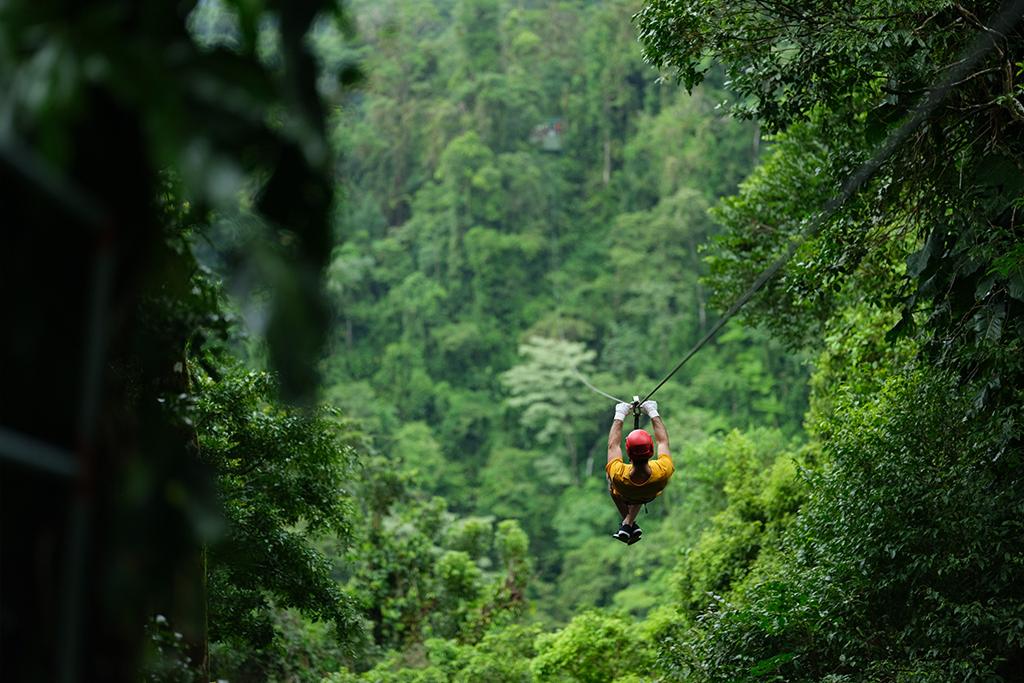 Costa Rica dresses all in green to celebrate bicentenary