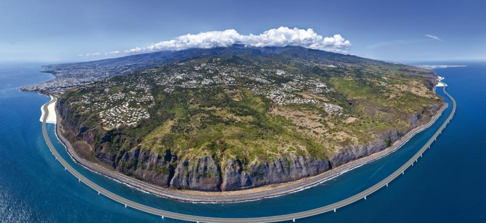 A 12.5 km new coastal road will improve mobility in La Réunion.